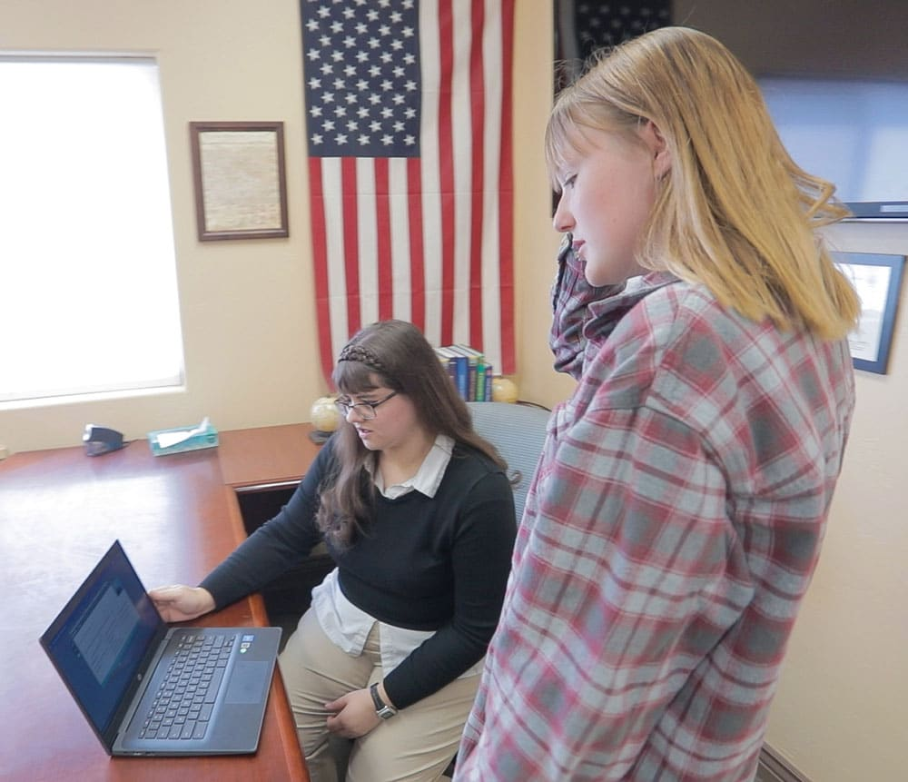 Discovery-Ranch-For-Girls-Blended-Learning-getting-help-with-school-work